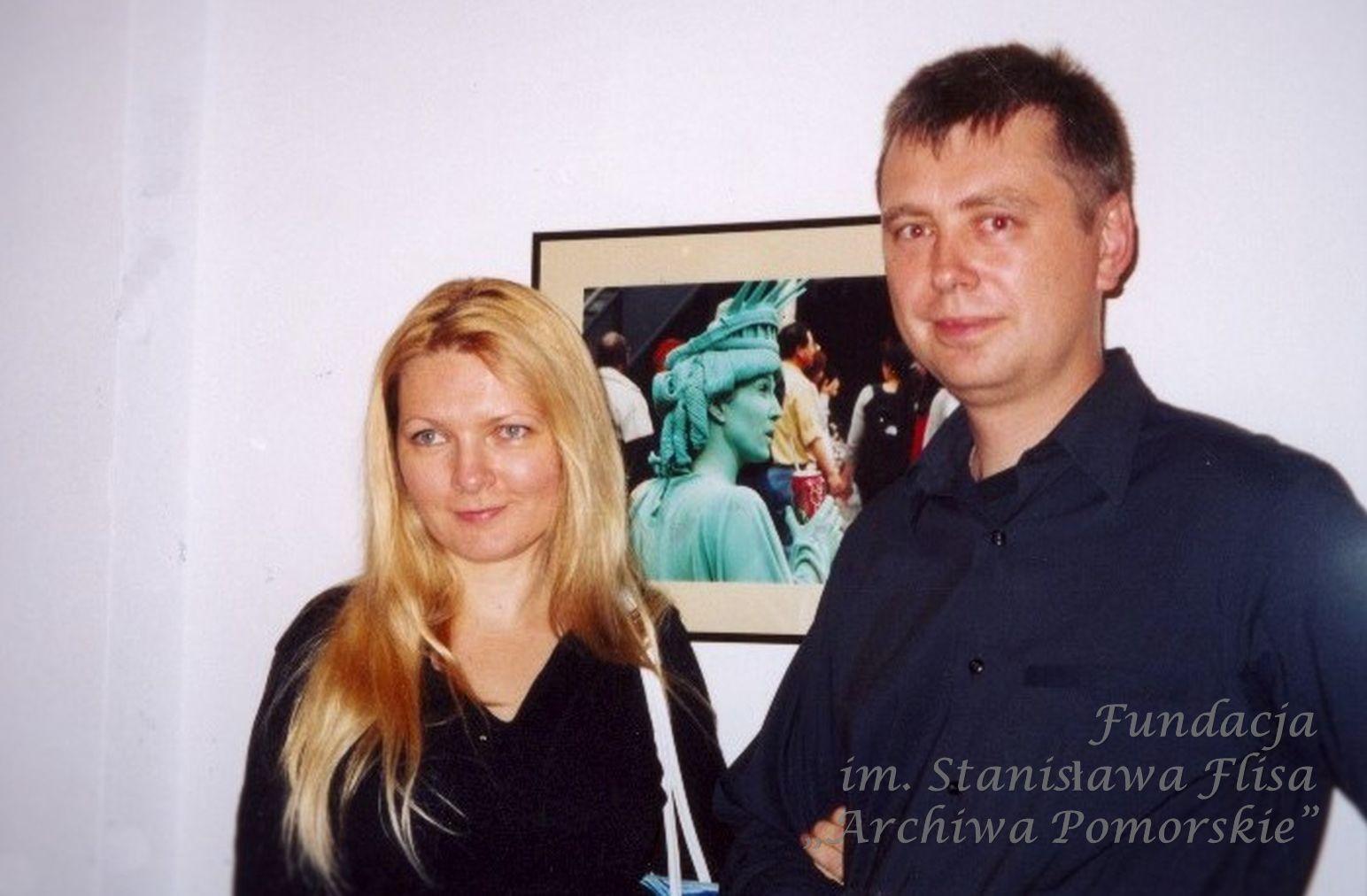 2002 r. Z żoną Iwoną na wernisażu swoich fotografii w NCK.